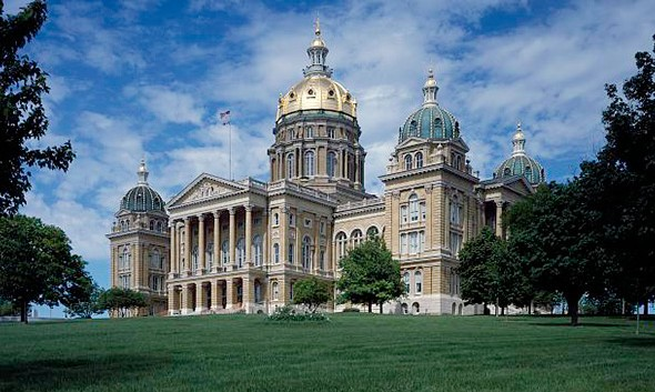 Daily Iowan: Leadership needed to put state interests over cronies